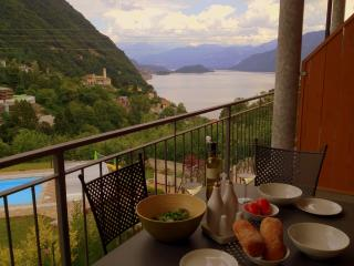 2 bedroom Apt with large balcony and pool, Argegno