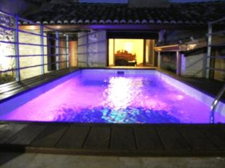 Grand 9 bedroom home with private swimming pool, Palomar