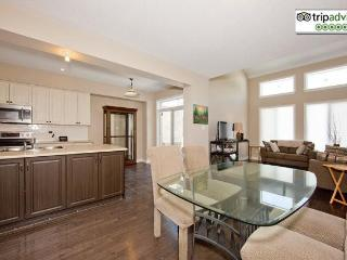 Gorgeous 3+1 Bedroom Townhome Ottawa Airport