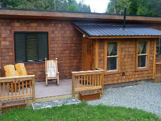 Family Cottage Port O Pierre (Pet Friendly) - From $145.00 CAD per night., Port Renfrew