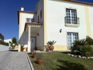 Fabulous 4 bedroom villa with pool, Sleeps 9, Beautiful Country Views and Peaceful Location, Obidos