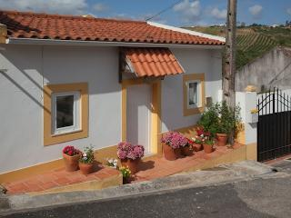 2 Bedroom Country Cottage in Obidos, Sleeps 5, Beautiful Views and Peaceful Location