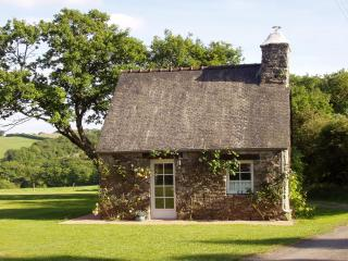 Wisteria Cottage - Our Cosy and Romantic Hideaway., Duault