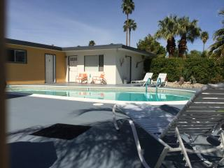 Mid Century Complex for 12 people, Palm Springs