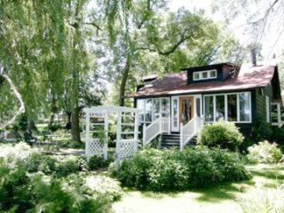 Willoway Cottage- an Enchanting Lakefront Retreat! - Illinois vacation rentals