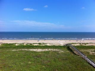 Comfy Condo With Stunning Beach Front Views, Galveston