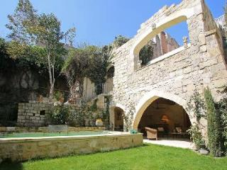 Beautifully Restored Old Convent - Family-Friendly Couvent de Tarascon with Pool & Patio