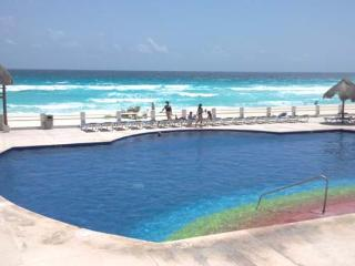 Hotel Zone 4 bedrm. beautiful condo in the beach, Cancún