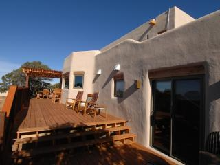 'Casa Que Pasa' State-of-the-Art Adobe in Santa Fe
