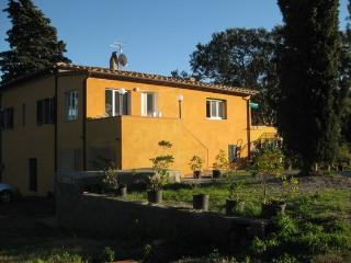 Vecchio Casale big house, sleeps 8, garden and terrace - Tuscany vacation rentals