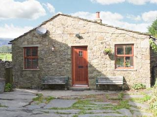 WAGON HOUSE, stone-built, detached cottage, pet-friendly, romantic retreat, woodburner, in hamlet location, near Horton-in-Ribblesdale, Ref 30098