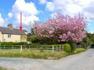 CHURCH FARM COTTAGE close to coast, pet-friendly, open fire in Dover Ref 30501, Whitfield