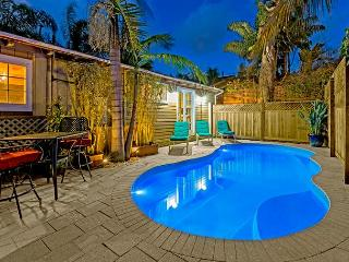 Poolside Paradise - steps to the beach with private pool and hot tub, La Jolla
