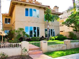 La Jolla Village Rental Home With Ocean Views: Walk Downtown or To The Beach!