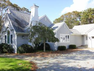 FIEDJ - Walk to Town, Room A/C, Wifi, Edgartown