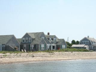 DOWLJ - Waterfront, Beachfront, 5 Minutes to Town and Activities, Oak Bluffs