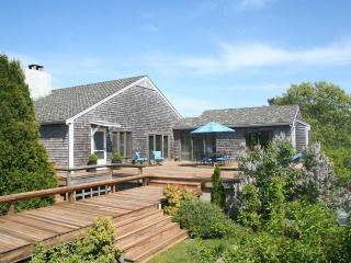 REYNW - Waterfront, Waterview, A/C, Great Pond,  Private Association Beach accessible by boat, Edgartown