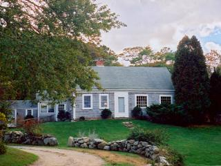 KENNY - Updated Country Charm, Walk or Drive to Private Beach, Tennis Courts, WiFi, West Tisbury