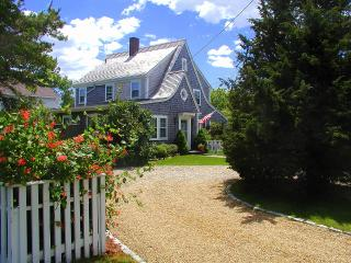 BARTE - In-Town, 5 Minute Walk to Main St, Bike Paths to South Beach in Front of House, A/C, WiFi, Edgartown