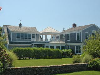 ADAMP - Spacious Katama Summer Home, Short Bike Ride to South Beach, Features Multiple Decks and Lush Landscaped Grounds, Edgartown