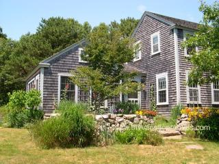 KASSB - Meadow House with Writer's Cottage, Screened Porch, WIFI, and Some A/C, West Tisbury