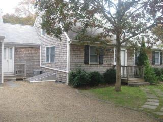 GAGLG - Delightful Modern Cape, Large Deck Overlooks Private Yard, Central A/C, WiFi, Edgartown