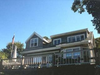 ALEXA - EAST CHOP, WATERVIEW, WALK TO TOWN, CENTRAL AIR CONDITIONING, WI-FI, Oak Bluffs