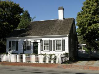 CHITJ - In Town, A/C in all bedrooms, Wifi, Edgartown