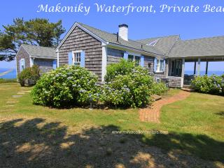 FINBJ - Makonikey Cottage by the Sea, Private Beach, Mesmerizing Waterviews, Spectacular Sunset Views, WiFi, West Tisbury