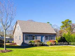 WIGGE - Adorable Cape Style Home,  Situated on a Quiet Side Street,  15 Minute Walk to Town Center and Beach, Room A/C in bedrooms, WiFi, Oak Bluffs