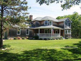 ROCHB - Bridle Path Beauty , Family Room w/ Pool Table, Large Porch, 47' LCD HDTV, Wifi, A/C, Oak Bluffs