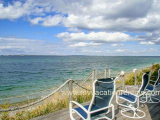 KISSG - Beach Front Cottage, Spectacular Views, Extroardinary Sunsets,  Large Deck and Porch, Vineyard Haven