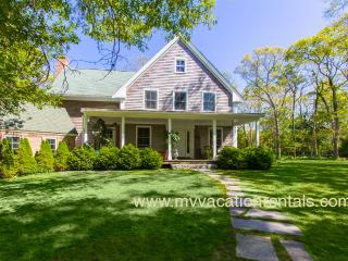 OCALK - Charming Custom Home, 3 Living Areas, Chef's Kitchen, Large Private Yard and Patio Area, A/C in 3 Bedrooms, Walk to Town, Perfect for Extended Families, Vineyard Haven