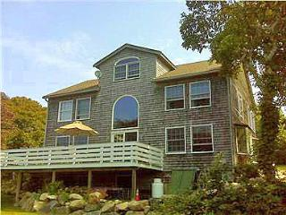 HARDM - Hilltop Waterview, Spectacular Sunsets, Walk to the Beach, WiFi, Superior Kitchen, Large Deck, Aquinnah