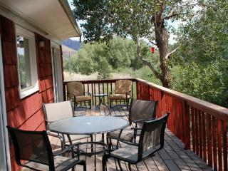 Pikes Peak Mountain Stream 2 Bedroom Jacuzzi Suite, Cascade