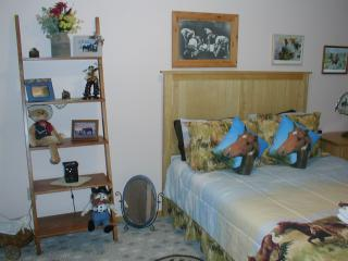 King Mountain B&B Cowboy Room, Howe