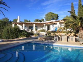 Very private villa, with pool and 25,000 forest, walk to the sea and Sol dén Serra, Amante, San Carlos
