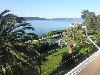 Sunny Apartment 'MARE' with sea view, Kastel Sucurac
