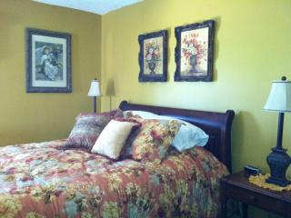 Vintage Rose Queen Bed, TV, & Private Bath - Indiana vacation rentals