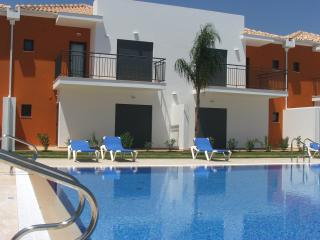 2 Bedroom Townhouse in Condo with Pool in Pera  - ALBUFEIRA - REF. JPE108971, Silves