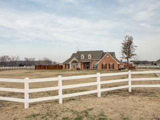 Relaxing Country Retreat with City Amenities, Melissa