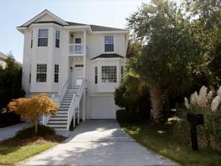 Lovely 4BR/3BA House has all New Furniture and an Updated Kitchen and Baths, Hilton Head