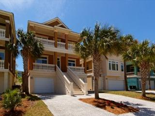 Exquisitely Decorated 4BR/4.5BA Near Ocean Home will be Enjoyed by All, Hilton Head