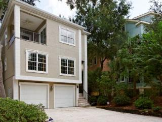 Wonderful 4BR/4BA Home in Newest Area of HHI Surrounded by Colorful Homes, Hilton Head