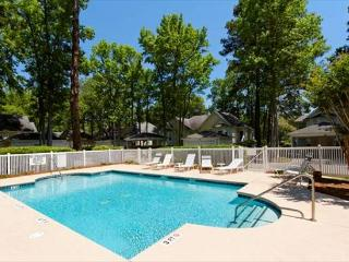 Beautiful 3BR/3BA Villa Situated on 7th Fairway and Easy Walk to Beach, Hilton Head