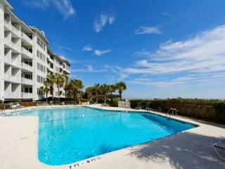 A Luxurious 3BR/3BA with the Ocean and Ivory Sand Beach just Steps Away, Hilton Head