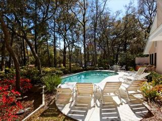 Spacious and Beautifully Decorated 4BR/4BA Home with Private Pool and Dock, Hilton Head