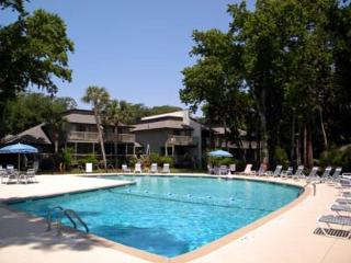 Bright and Cheery Pet friendly 3BR/3.5BA Townhome Totally Remodeled, Hilton Head