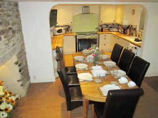 Courtyard Cottage - ideal for large groups, Mevagissey