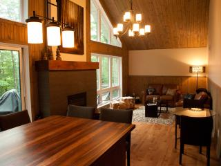 Tremblant  Retreat (Free Wifi, taxes included), Mont Tremblant